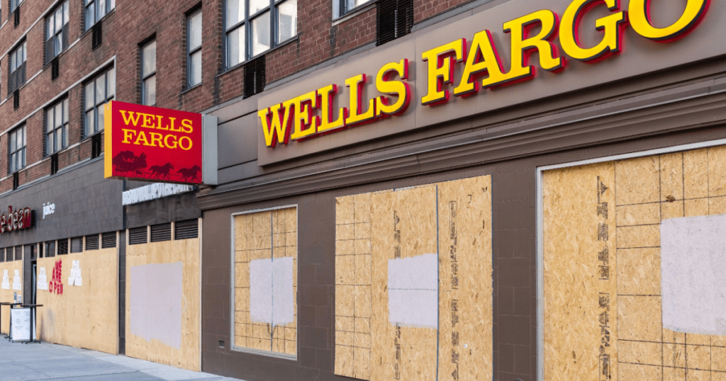 A building with the wells Fargo logo